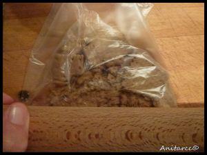 Metemos las galletas en una bolsa