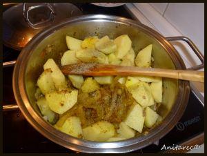 Echamos las patatas cortadas en daditos