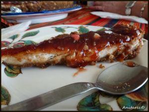 Tarta de queso con mermelada roja