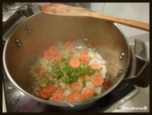 Añadimos la zanahoria y el pimiento