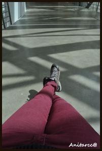 Mis propios pies entre sombras del Guggenheim