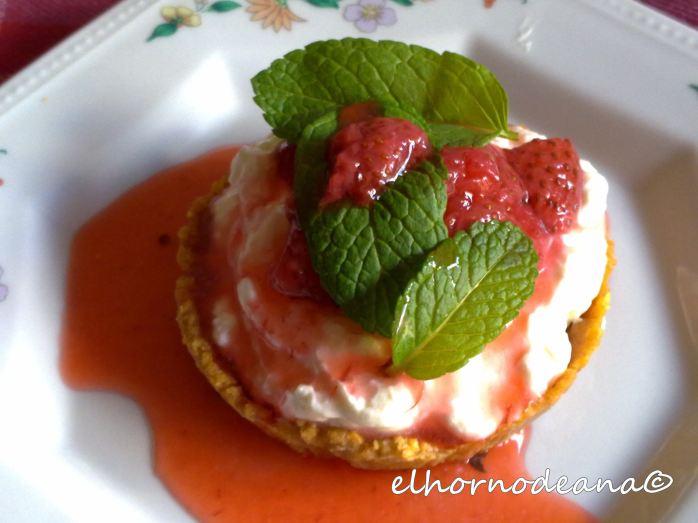 Tartaleta de crema de requesón con mermelada de fresa